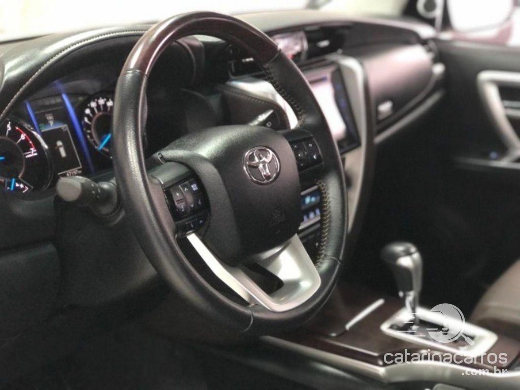 Hilux Toyota hilux sw srv 2.7 aut 4x2  4P   2019