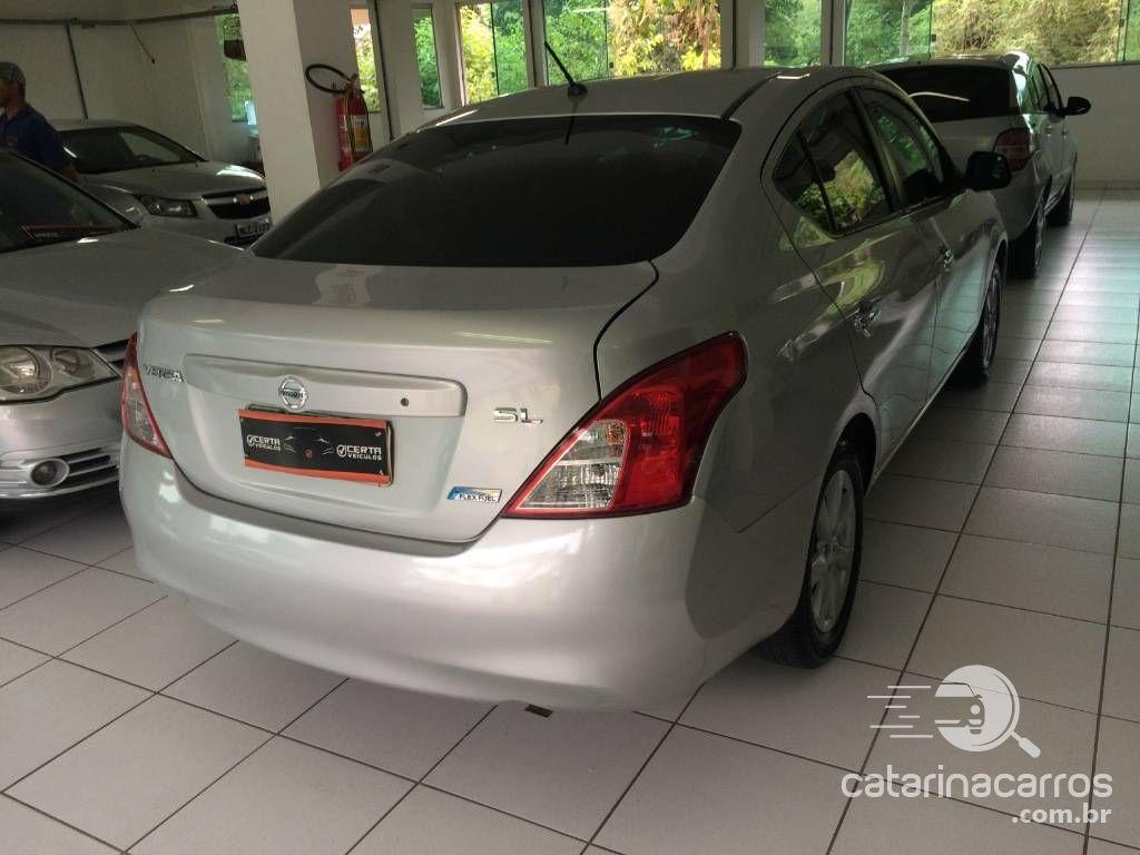 Versa Sedan completo  4P   2013